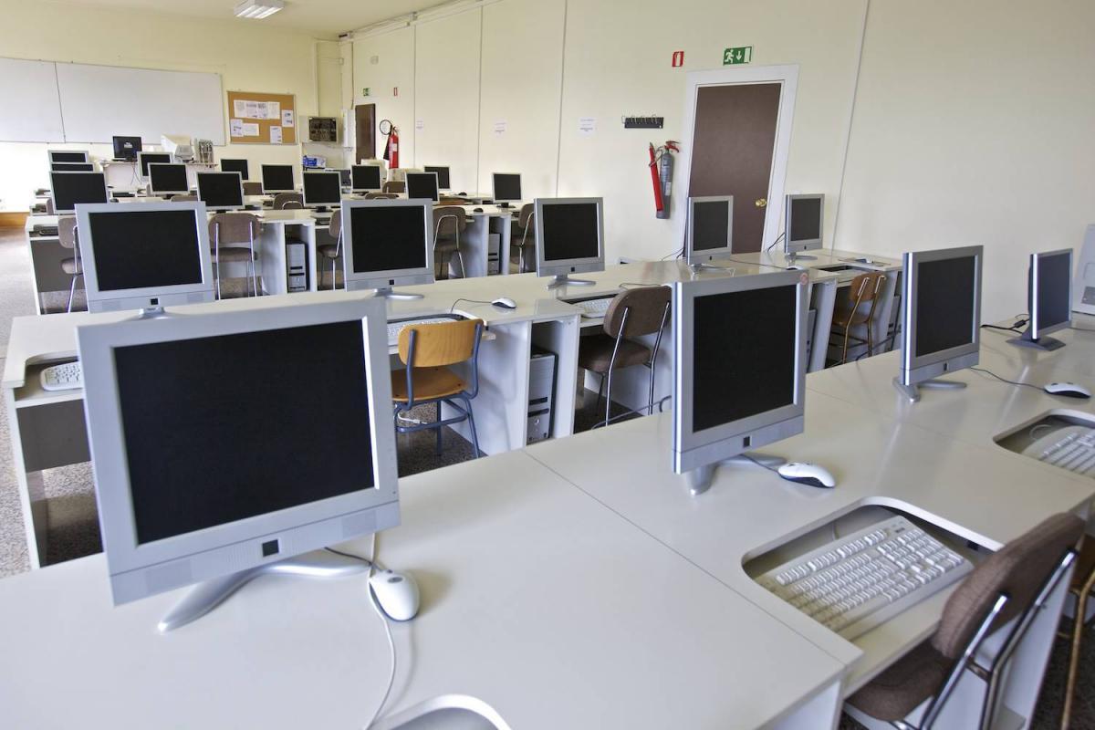 Aula de Informática en la Escuela Universitaria de Estudios Empresariales (E.U.E.E.) de la Universidad de Vigo