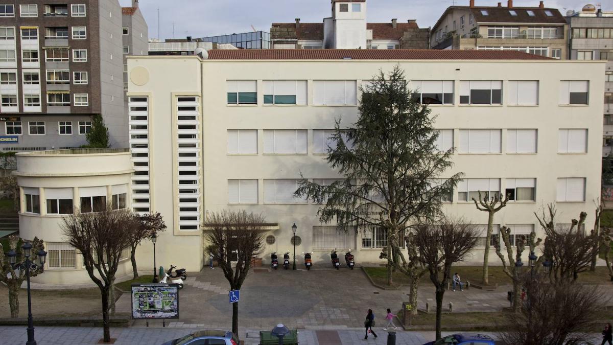 Edificio Central de la Escuela Universitaria de Estudios Empresariales (E.U.E.E.) de la Universidad de Vigo